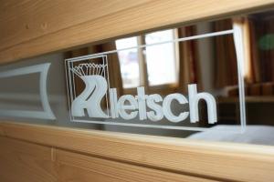 Hotel Aletsch - Servicenagestellte mit Inkasso